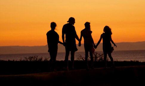 クレジットカードで家族の海外旅行保険を節約する方法2つ|家族カードと家族特約